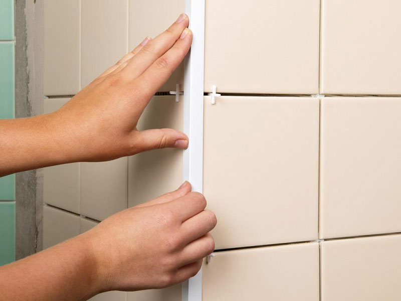 укладка плитки в углах стен