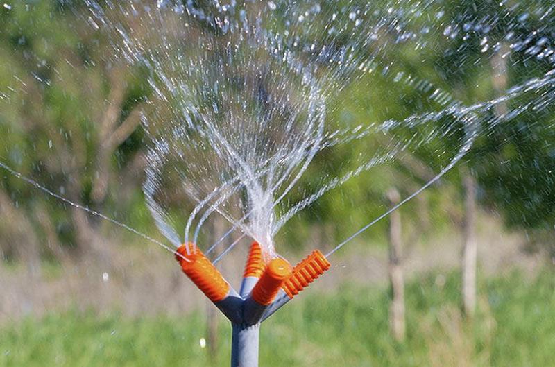 вертушка для полива огорода