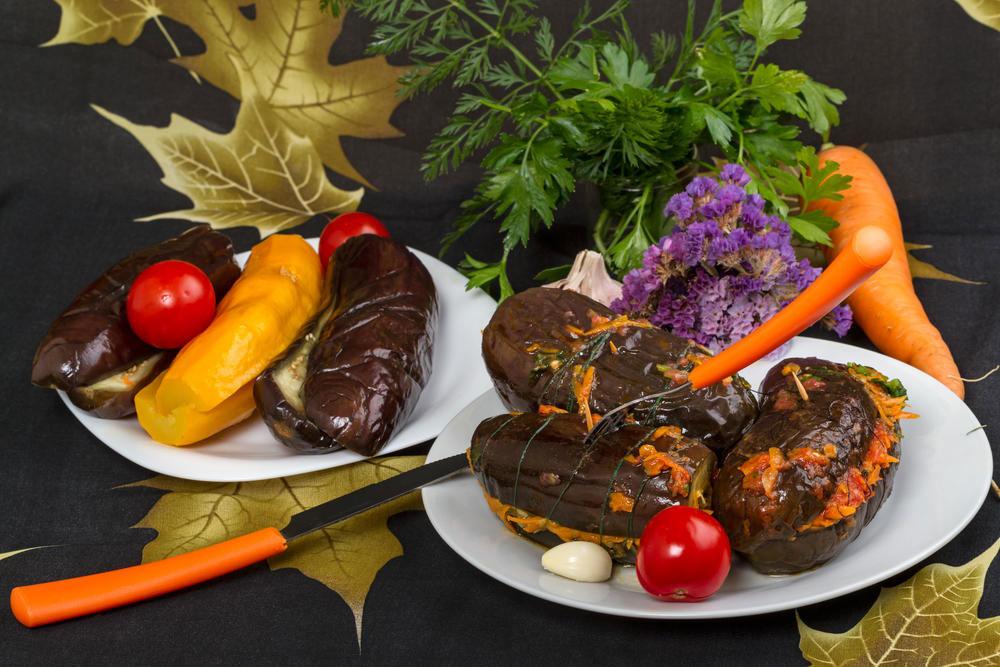 Соленые баклажаны с морковью и сельдереем