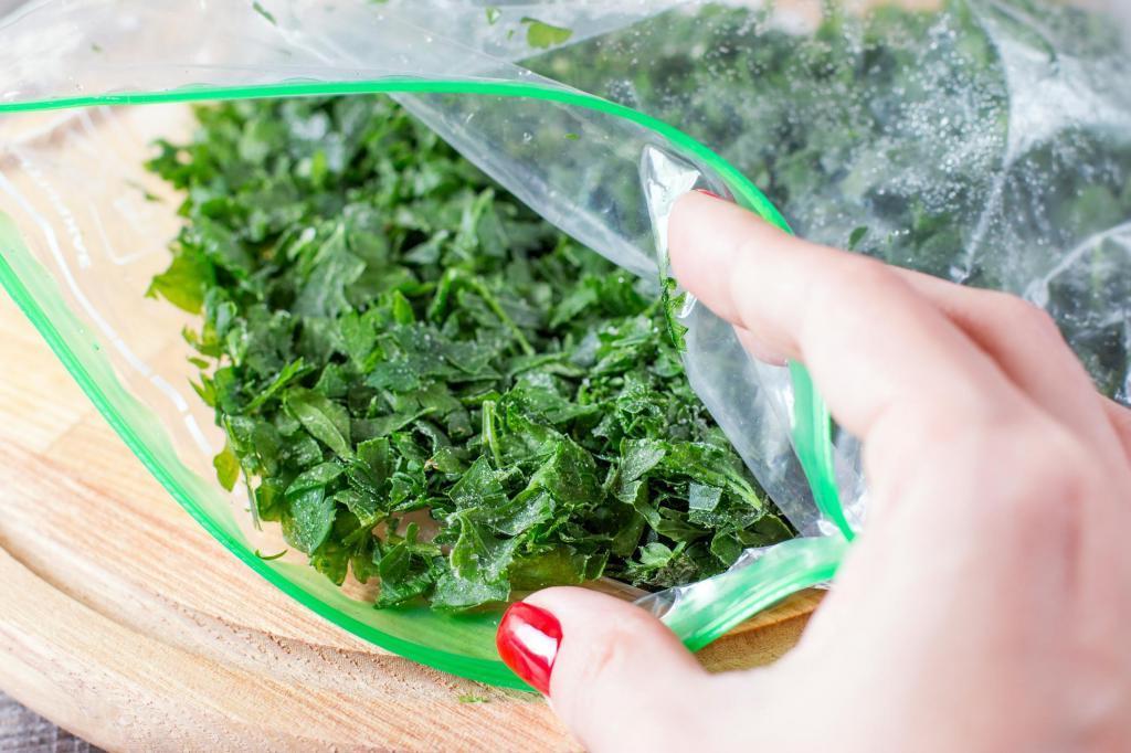 заморозка зелени Нарезанную в пакетах
